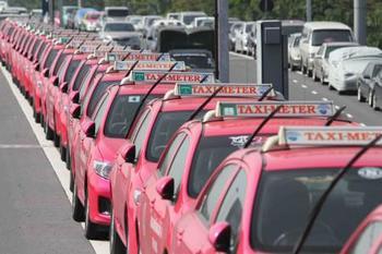 タイのタクシー.jpg